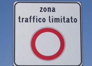 Roma, addio targhe alterne: Ztl con divieto di accesso dal novembre a marzo per euro 2