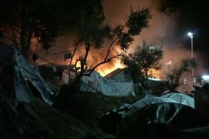 Grecia, in fiamme il campo profughi di Lesbo: due morti