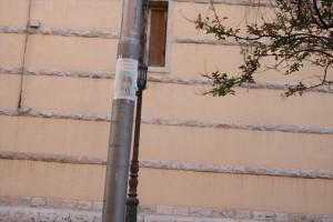 Castelfranco Veneto, tappezza città con le foto a luci rosse dell' ex amante