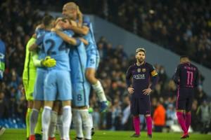 Guarda la versione ingrandita di Messi insultato dai giocatori del Manchester City. Quasi rissa a fine partita (foto Ansa)
