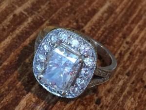 Londra, trova anello da 70.000 euro e lo riconsegna proprietaria
