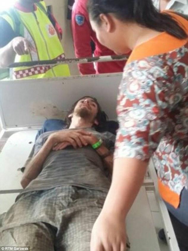 Turista si perde nella giungla in Malesia, sopravvive mangiando erbe 04