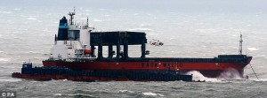 Nave in secca nella tempesta nella Manica, elicotteri portano in salvo 23 marinai