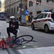 Firenze, anziano investe padre e figlio di 20 mesi in bici e si schianta contro auto 2