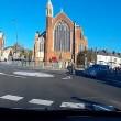 Auto non si ferma alla rotonda e travolge ciclista 6