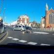 Auto non si ferma alla rotonda e travolge ciclista 7