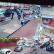 Birmingham, bande rivali si picchiano in strada con mazze e machete4