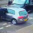 Birmingham, bande rivali si picchiano in strada con mazze e machete3