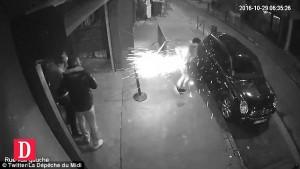 Guarda la versione ingrandita di VIDEO Caricatore sigaretta elettronica esplode