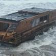 Casa galleggiante canadese ad energia solare arriva su coste irlandesi FOTO