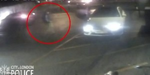 Chiede danni dopo incidente: telecamera svela però che non era a bordo