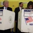 Donald Trump sbircia il voto della moglie Melanie. E il figlio Eric lo imita FOTO