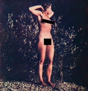 Guarda la versione ingrandita di Eva Braun senza vestiti faceva il bagno nel lago austriaco: le FOTO della Bild
