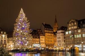"""Francia, sventato attentato: """"Obiettivo mercato Natale"""". 7 arrestati"""