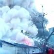Fabbrica fuochi artificio in fiamme esplode: pompieri fuggono4