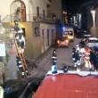 Firenze, camion rifiuti sbaglia strada e finisce giù per le scale incastrato5