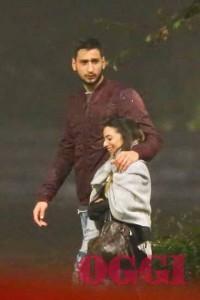 Donnarumma paparazzato al parco con la sua fidanzata, Alessia Elefante