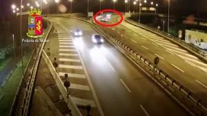 Ubriaca e contromano sull'autostrada A24: denunciata 30enne