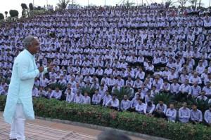 Guarda la versione ingrandita di India, regala 1300 auto e 40 appartamenti ai dipendenti più produttivi FOTO