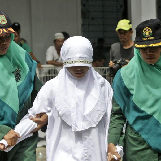 Indonesia, donna accusata di adulterio2