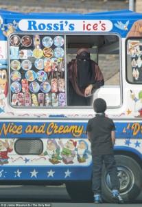 Inghilterra il nome è italiano ma la gelataia porta il burqa nel rione tutto islam