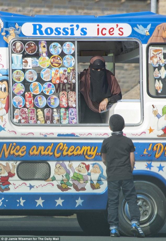 Inghilterra: il nome è italiano ma la gelataia porta il burqa nel rione tutto islam FOTO2