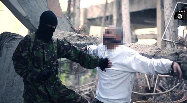 Isis mostra come fabbricare ordigno in casa e come sgozzare infedeli2