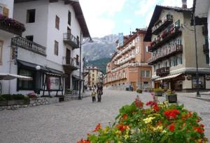 Cortina d'Ampezzo, prosciolti 13 vigili urbani: non trattenevano i soldi