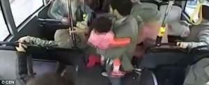 Istanbul, autista devia bus e accompagna donna a partorire 4