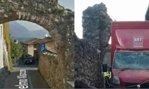 Guarda la versione ingrandita di Malerba, furgoncino delle consegne distrugge l'antico arco FOTO