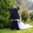 Neo sposini al matrimonio simulano....La FOTO fa discutere3