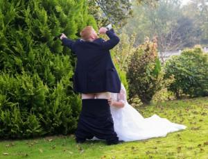 Neo sposini al matrimonio simulano....La FOTO fa discutere77