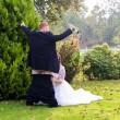 Neo sposini al matrimonio simulano....La FOTO fa discutere5