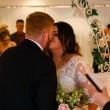 Neo sposini al matrimonio simulano....La FOTO fa discutere