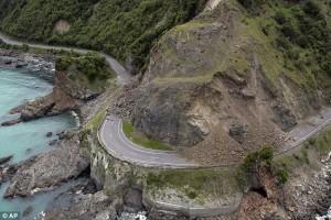 Nuova Zelanda, effetti terremoto: voragini sulle montagne4