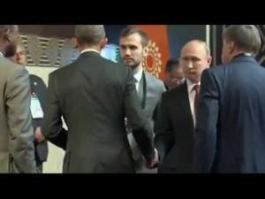 Obama Putin, fredda stretta di mano in Perù
