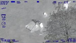 Poliziotti nell'acqua ghiacciata per soccorrere ladro in auto6