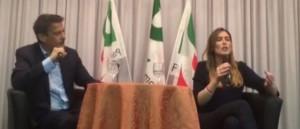 "VIDEO Referendum, Maria Elena Boschi contestata: ""Signora, venga lei sul palco"""