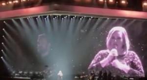 """YOUTUBE Adele in concerto annuncia: """"Avrò un secondo figlio. Ci vediamo fra 2 anni"""""""
