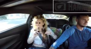 YOUTUBE Appuntamento su Tinder, la butta fuori dall'auto perché scopre che lei...