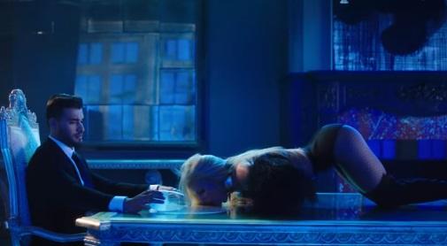 Slumber-Party-Britney-Spears (13)
