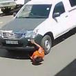 Sudafrica, donna investita trascinata per 20 metri da un furgone2