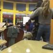 Suoneria non le piace, comincia a picchiare il compagno di classe 6