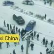 """Nove auto e un bus """"pattinano"""" sul ghiaccio: mega incidente in Cina3"""