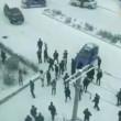 """Nove auto e un bus """"pattinano"""" sul ghiaccio: mega incidente in Cina4"""