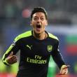 Mesut Ozil video gol Ludogorets-Arsenal 2-3: pallonetto e dribbling da applausi