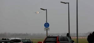 Amsterdam, tempesta e vento: aereo non riesce ad atterrare