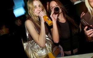 Giovani, alcol e psicofarmaci: a 11 anni bevono, a 15 hanno rapporti non protetti