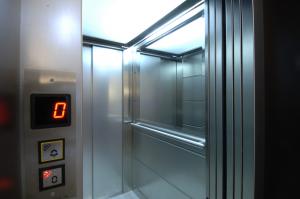 Mestre, ascensore non si ferma: salvato dai vigili del fuoco