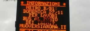 Sciopero Roma, ironia sul pannello Atac fuori dalla metro